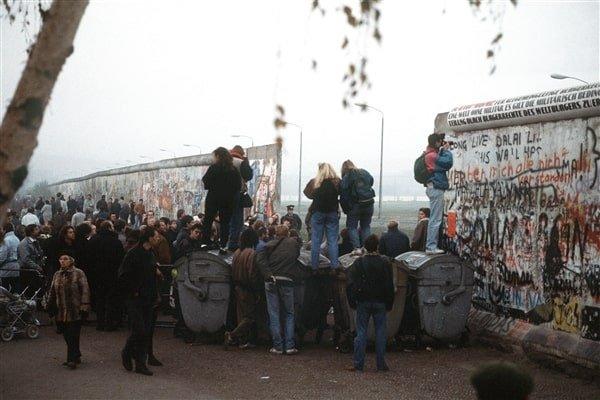 berlin wall fall in berlin
