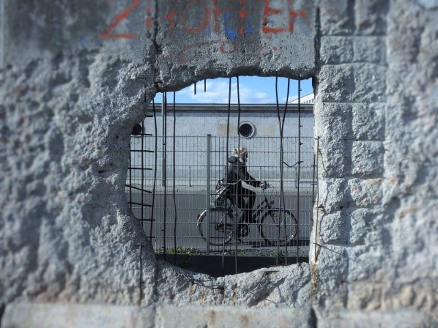 Private Berlin Wall Tour: Behind the Wall and Cold War Berlin