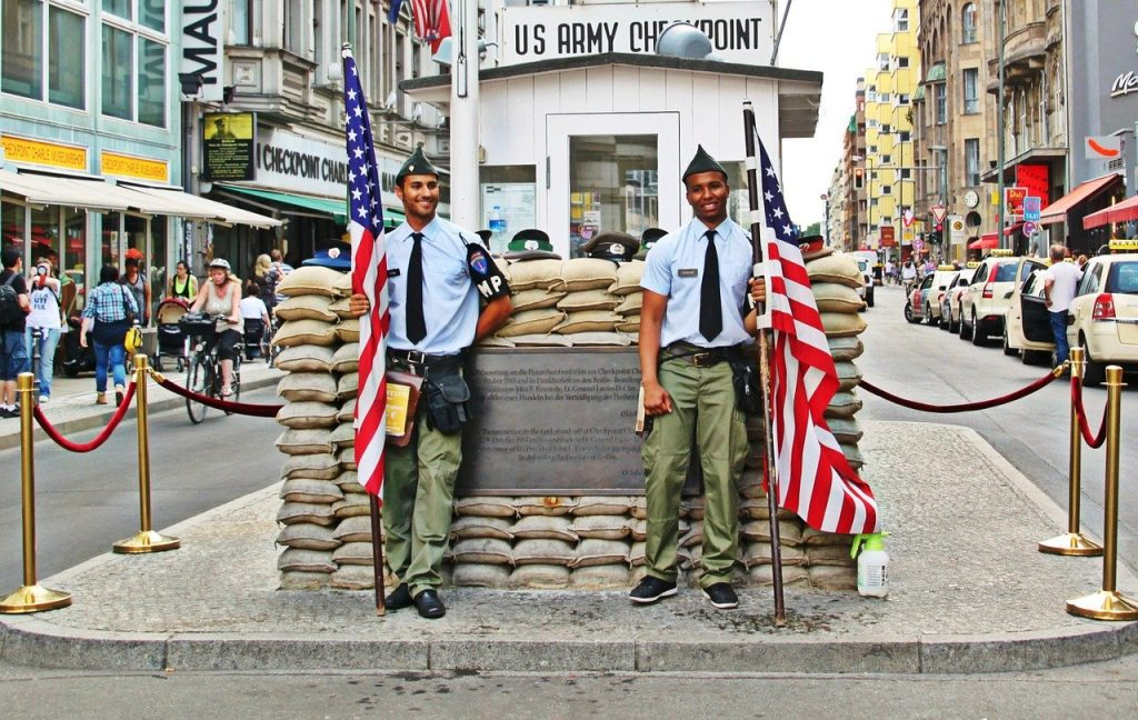 berlin, checkpoint charlie, border-places to see the berlin wall
