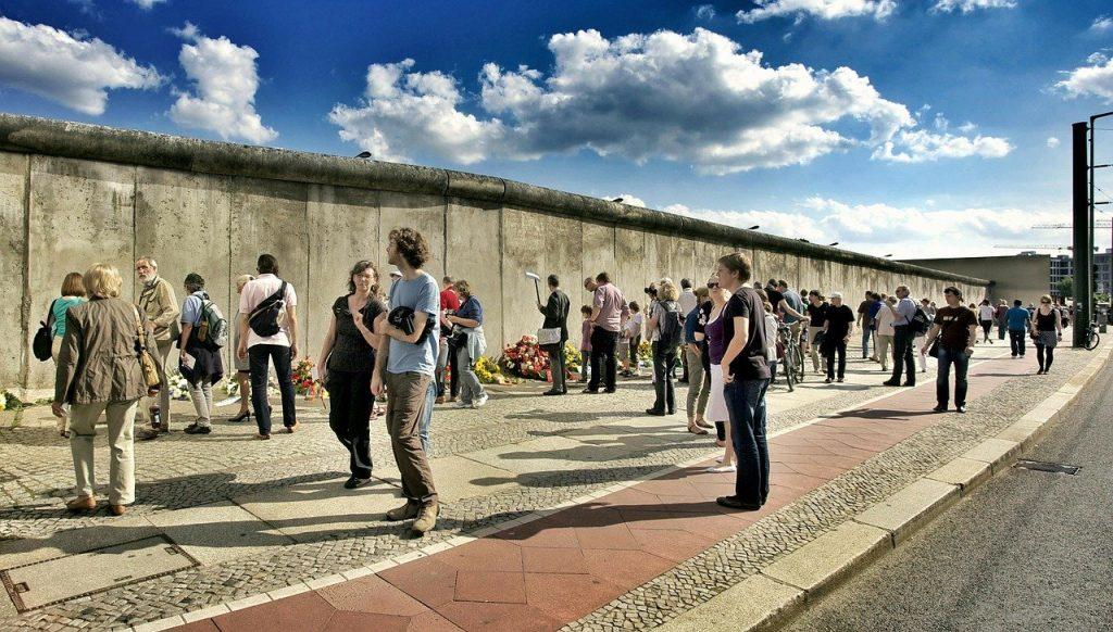 bernauer straße, construction of the wall, 13 august 1961-113173.jpg